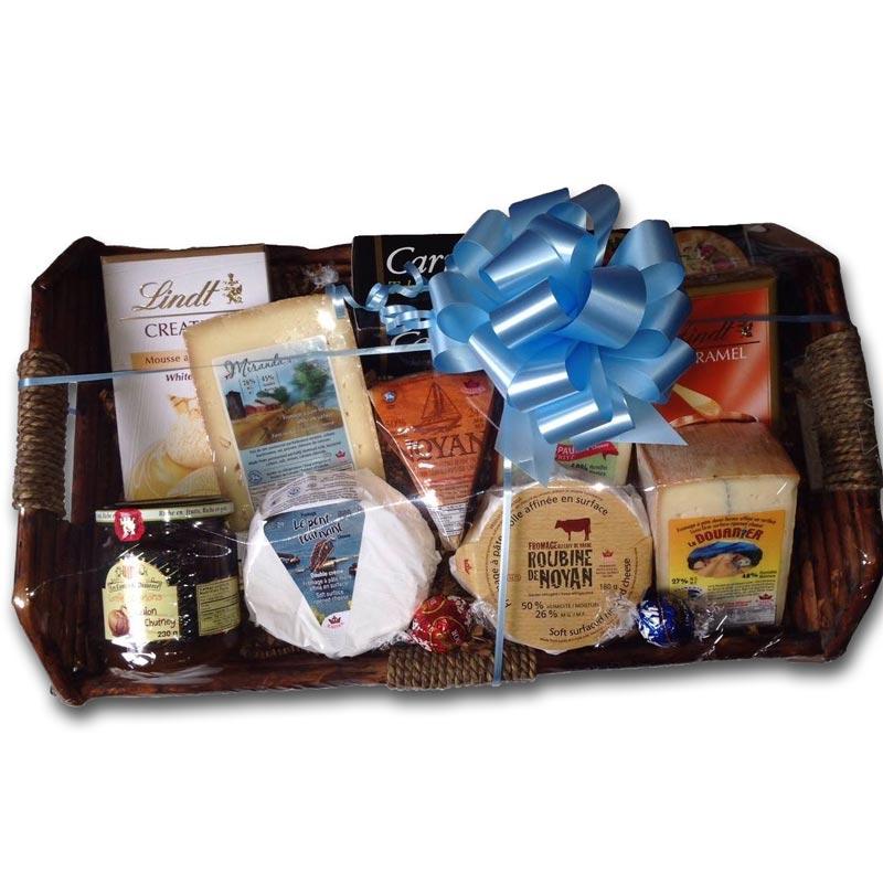 Panier Cadeau Verdun : Panier cadeau avec fromages et produits de notre boutique